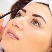 Как правильно покрасить брови?
