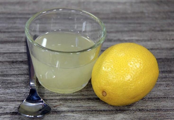 Смесь лимонного сока и воды